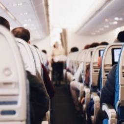 کمکهای اولیه هنگام تهوع در هواپیما